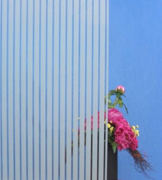 Dekorfolie, vertikale transparent-weiße Streifen, Breite 18 mm